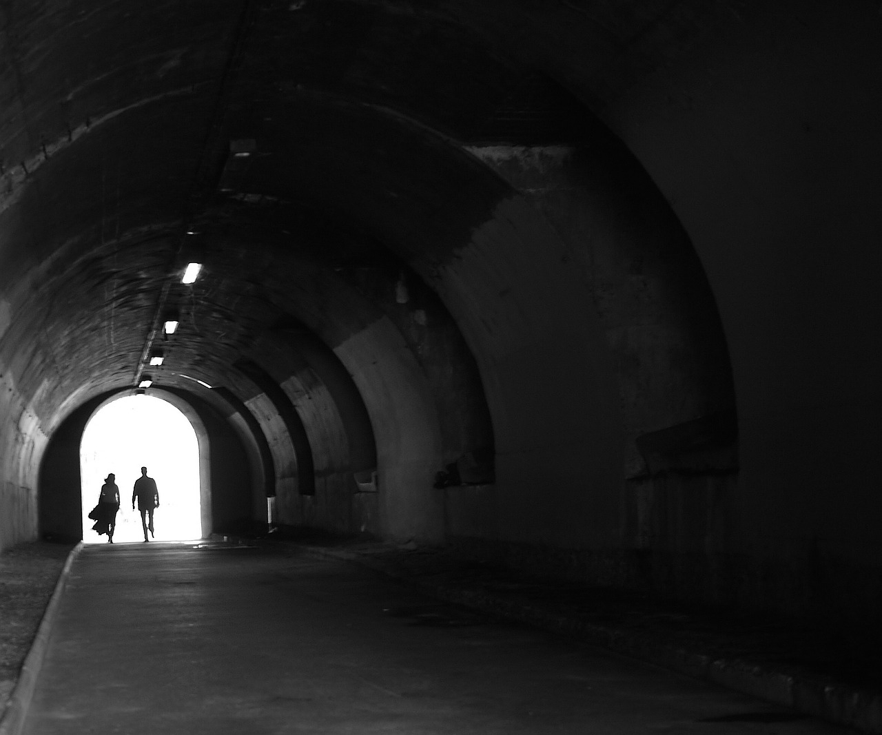 tunnel_couple